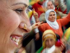 100 temel esere Kürtçe çeviri