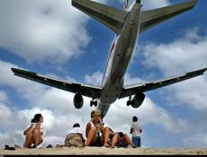 Arızalanan uçağı yolcu tamir etti