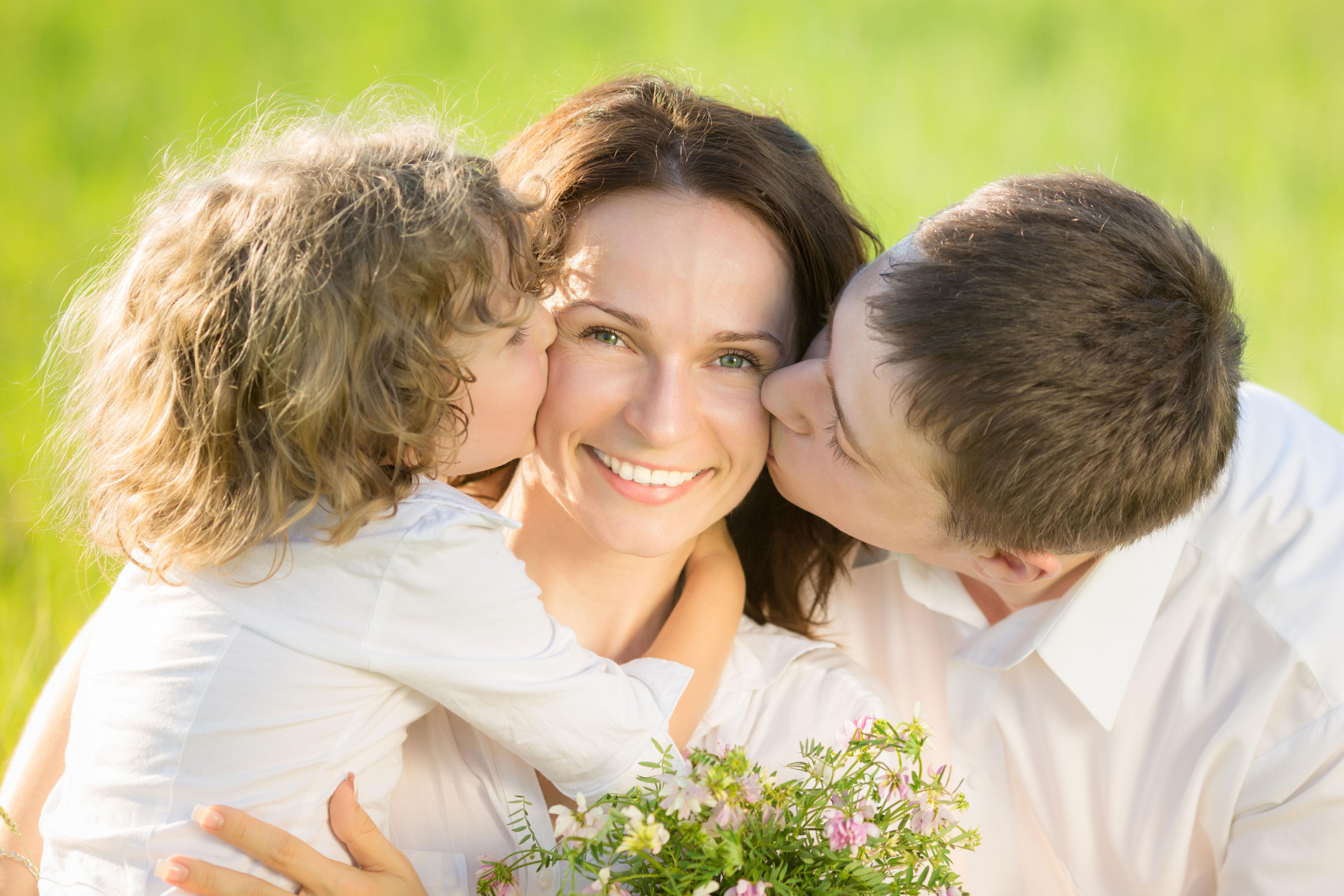 Сын целуется с мамой 12 фотография