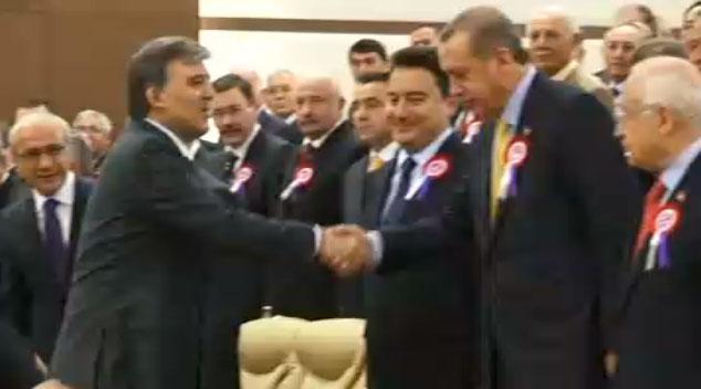 erdoğan gül anayasa mahkemesi tokalaşma.jpg