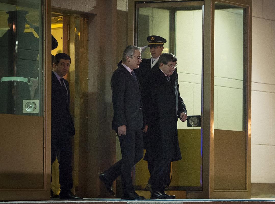 ahmet-davutoğlu-ekonomi-zirvesi-başbakanlik.jpg