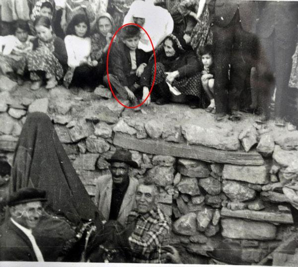 ahmet-davutoğlu-ve-babaannesi-çocukluk-fotoğrafi.jpg