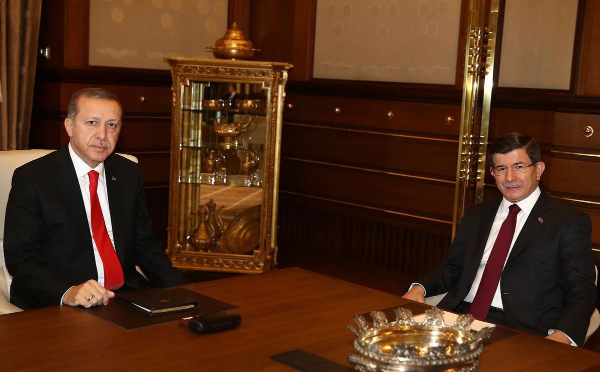 ahmet-davutoğlu-ve-recep-tayyip-erdoğan-seçim-hükümeti.jpg