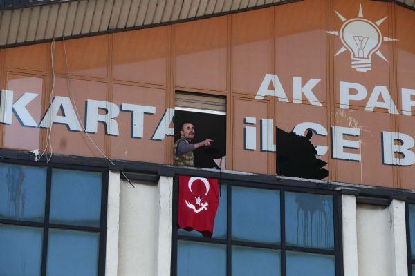 ak-parti-binasi-türk-bayraği-kiliçli.jpg