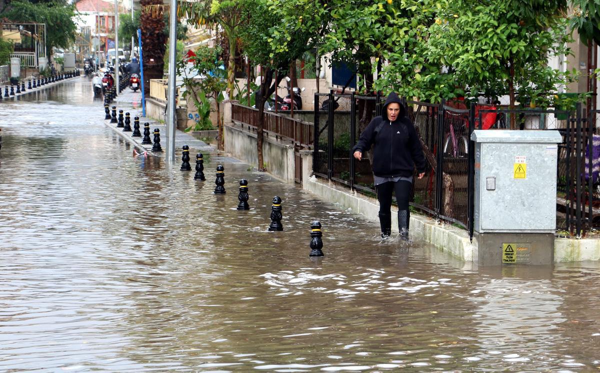 antalya-yağmur-okullar-tatil.jpg