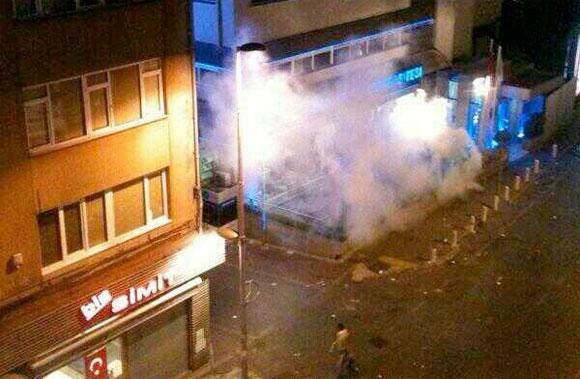 bahçeşehir-üniversitesine-gaz-bombasi.jpg