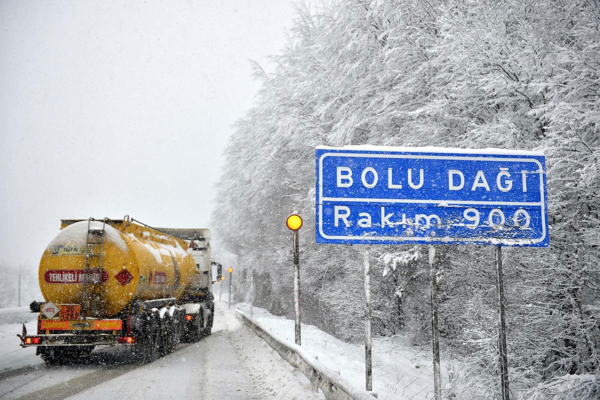 bolu-daği-d100-yolu-kar-yağişi-hava-durumu.jpg