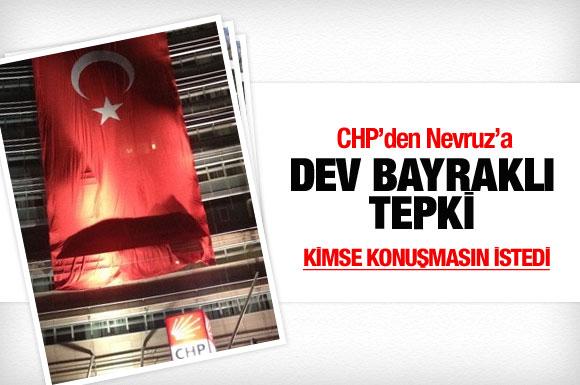 chpden-türk-bayrakli-tepki.jpg