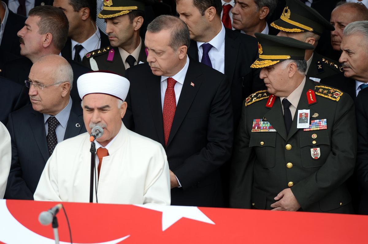 erdoğan-doğan-güreşin-cenazesine-katildi.jpg