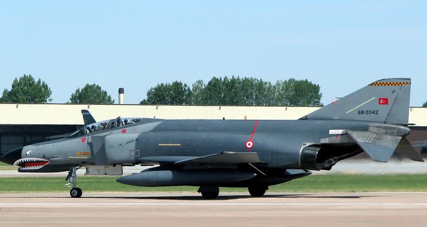f-4-savaş-uçaği-.jpg