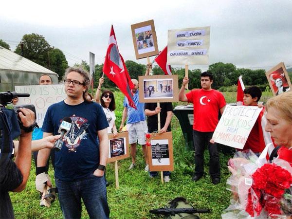 fethullah-gulen-protesto.20130713214852.jpg