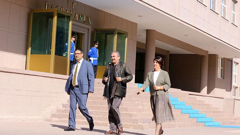 hdp heyeti kobani'deki olaylarla ilgili başbakan yardımcısı yalçın akdoğan ile görüştü.jpg