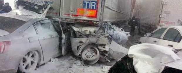 istanbul-edirne-yolu-trafige-kapandi-45-arac-birbirine-girdi.jpg