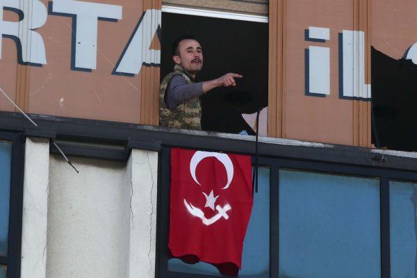 kartal-akp-binasi-türk-bayraği-1.jpg