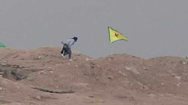 kobane-tepesine-ypg-bayraği.jpg