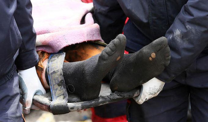 madencinin-yirtik-çoraplari-soma-maden-kazasi.jpg