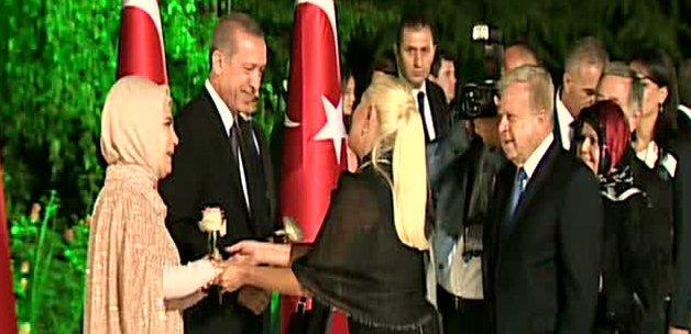 muazzez_ersoydan_erdogan_ciftine_gul_1409421141_838.jpg