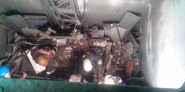 Türkiye, İstanbul'da bir rezidans inşaatında asansörün düşmesi sonucu 10 işçinin ölümü ile sarsıldı.