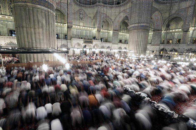 ramazan-bayrami-namazi-kac-rekat-nasil-kilinir.jpg