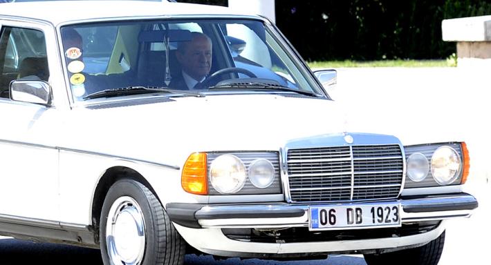 Devlet Bahçeli araba Mercedes.png