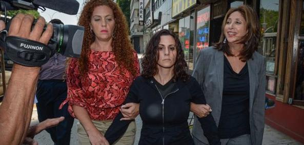 joy morsi, öğrencisine tecavüz eden kadın öğretmen.png