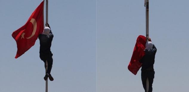 Lice Türk bayrağı indirildi.png