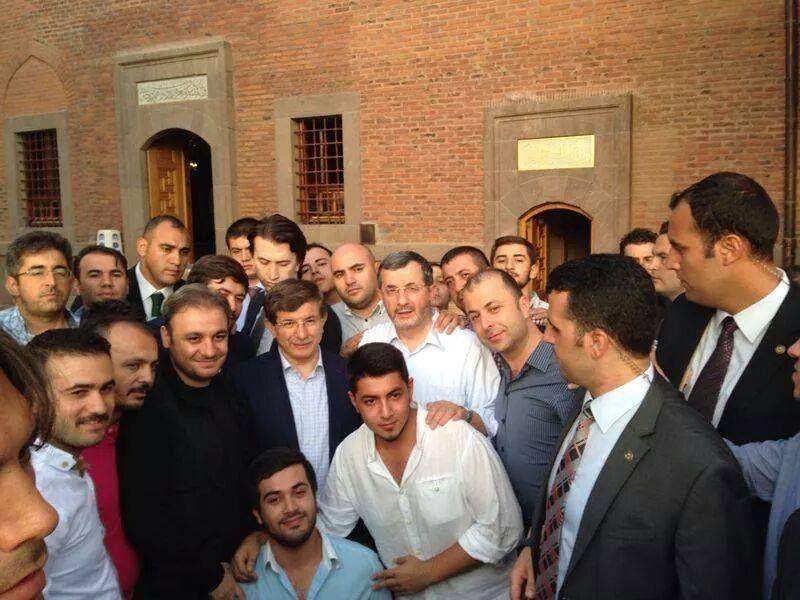 yeni-başbakan-ahmet-davutoğlu-haci-bayram-veli-türbesi-ziyareti.jpg